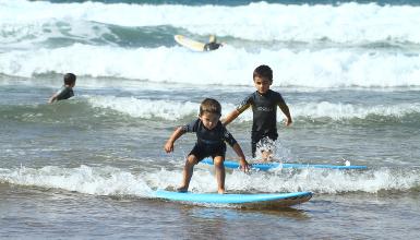 La escuela de surf es la mejor guía para adéntrate en la practica del surf  de forma segura y eficiente 87a53607b41