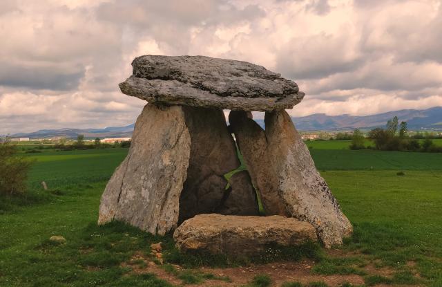 Dolmen de Sorginetxe | Patrimonio Cultural País Vasco | Turismo ...