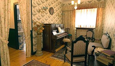 926025881acca Interior de una vivienda (foto  S. Yaniz). Exterior (foto. S.Yaniz). Boinas  La Encartada Museoa